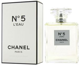 Buy Chanel No 5 Leau Chanelv Series By L Tversace Uae