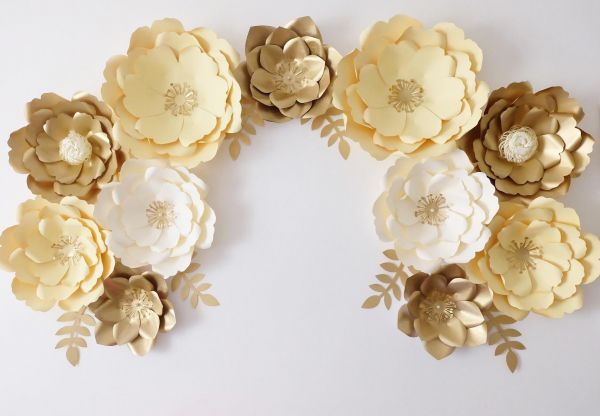 Giant Paper Flowers In Yellow Gold Ivory 11pcs